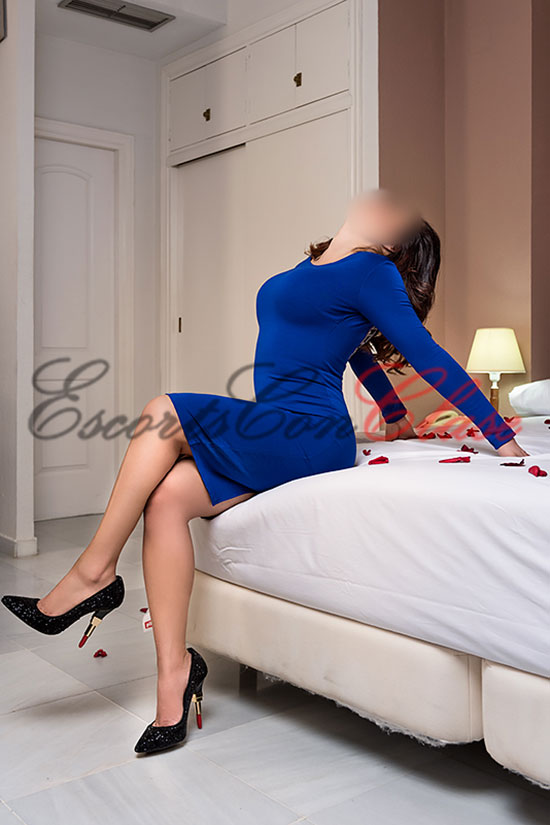 Puta en Sevilla vestido azul ajustado. Milena
