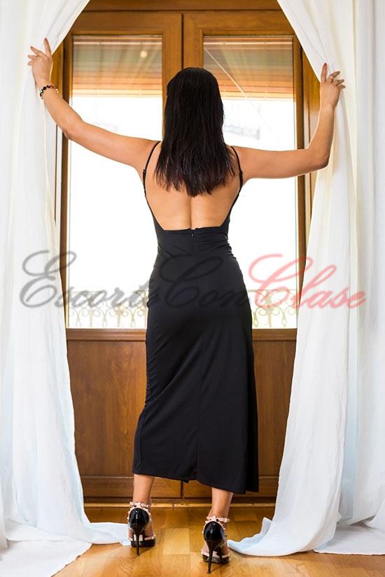 Acompañante de lujo independiente con un vestido de lujo. Laura