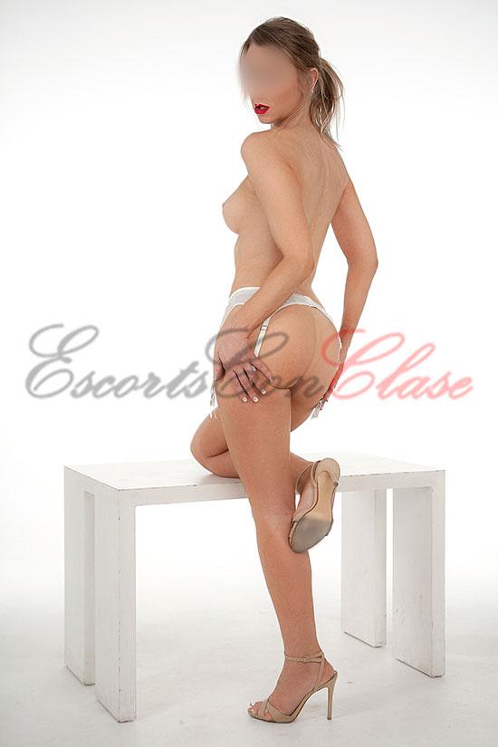 Española en Madrid semi desnuda. Alicia