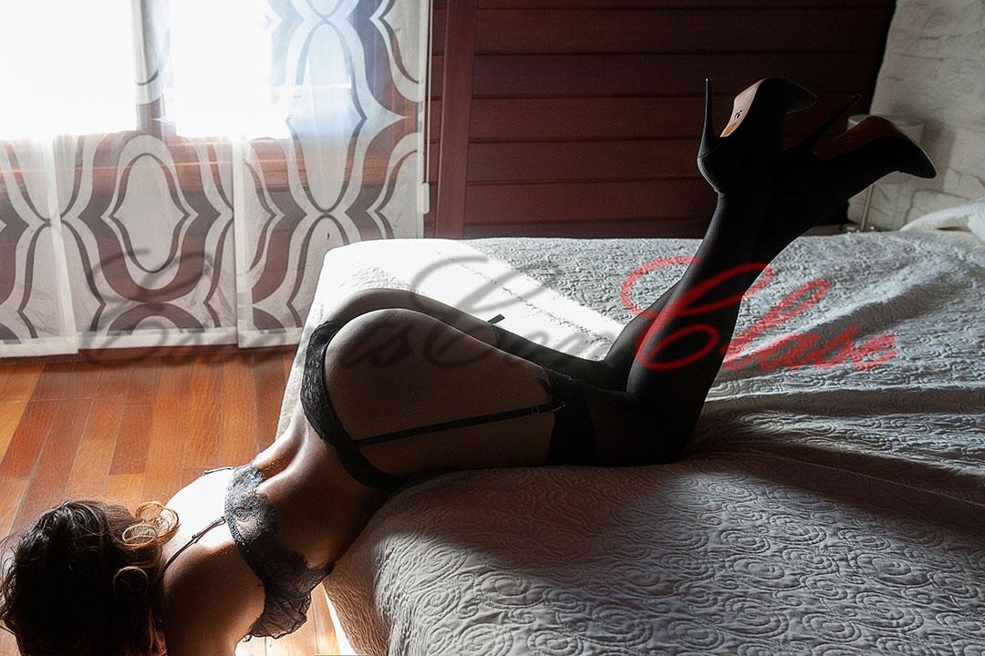 Escort Madrid ofreciendo su culo en foto muy morbosa. Amaya