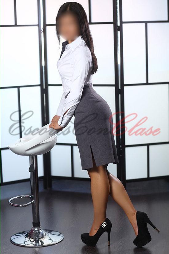 Escort y modelo en le papel de secretaria erótica. Lulú