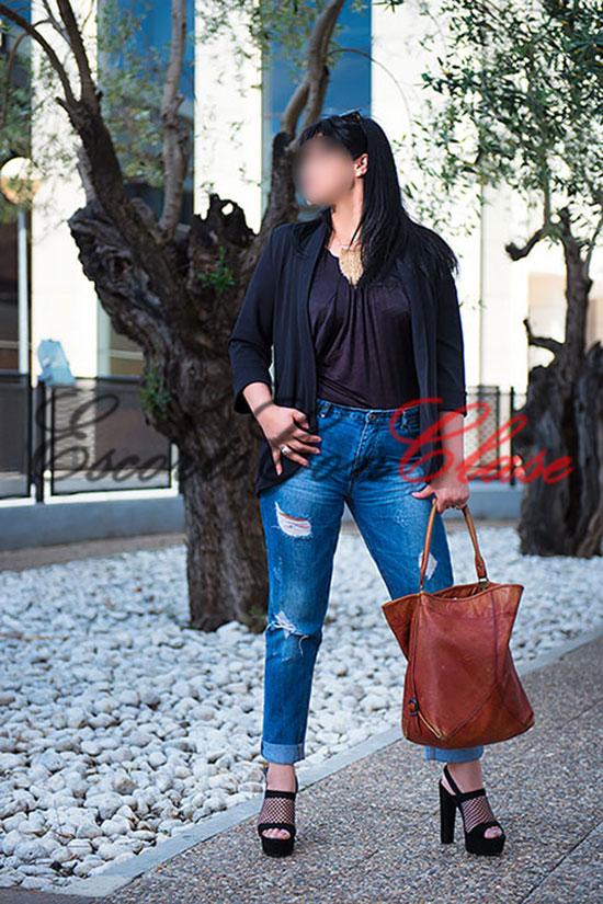 Alto standing Sevilla. Lua con ropa informal
