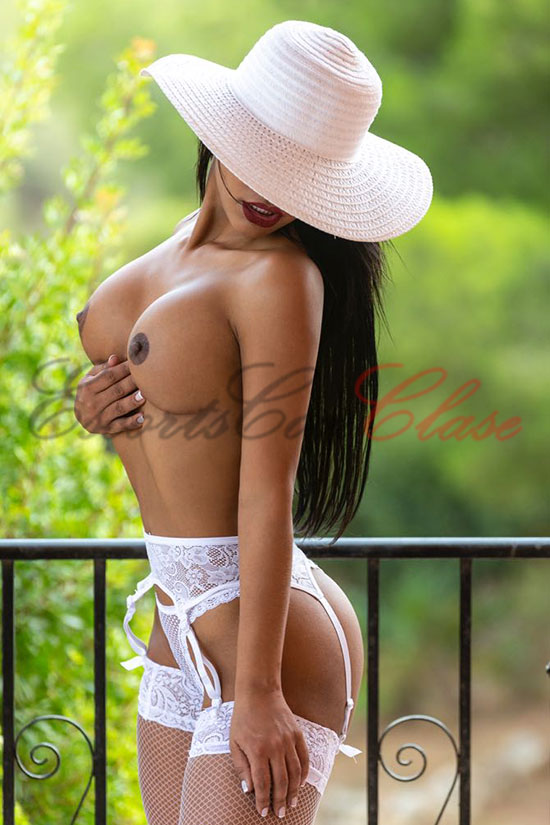 Pechos de la escort latinoamericana Cleopatra