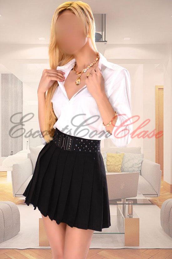 Preciosa rubia con falda corta, Belén la mejor compañía femenina en Madrid