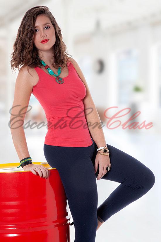 Compañía femenina con ropa informal ajustada. Olga