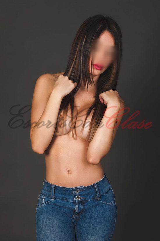 Elena es escort y hace películas porno. Pechos desnudos