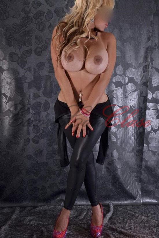 Sabrina enormes pechos desnudos. Escort de Argentina