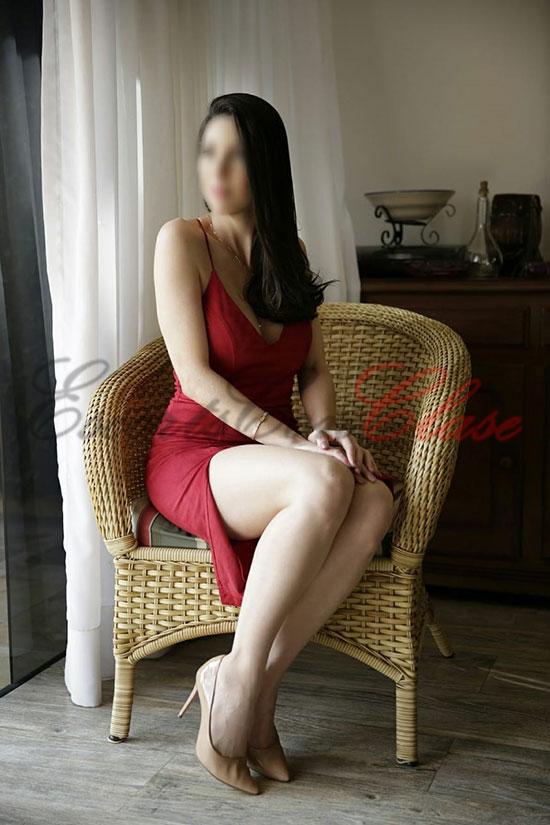 Escort modelo Madrid con vestido rojo precioso. Tesla