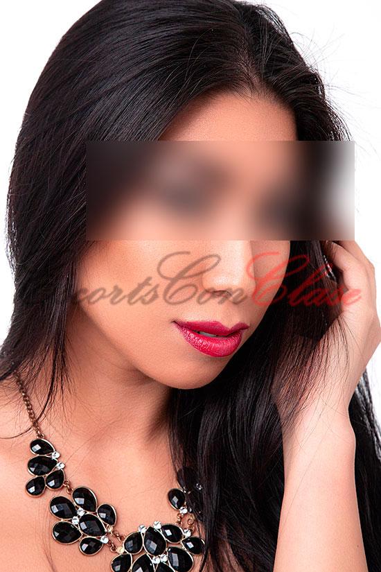 Foto primer plano de la cara de la preciosa escort Valentina de 25 años