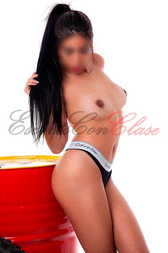 Valentina escort de 25 primaveras cons sus pechos naturales desnudos