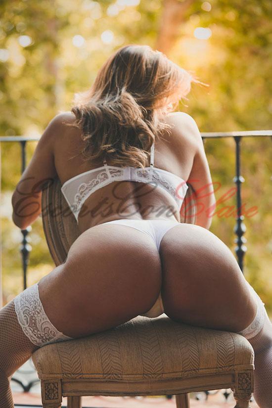 Brasileña rubia mostrando su precioso culo. Adriana