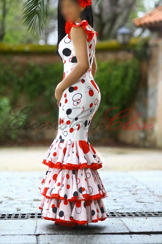 Escort Gema con traje de sevilla, preciosa y elengante