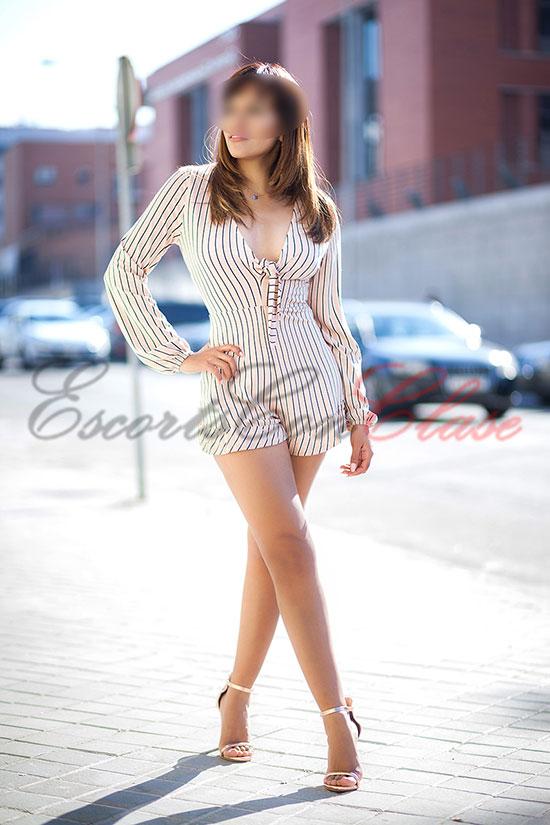 Escort particular con un vestido corto muy sensual. Úrsula