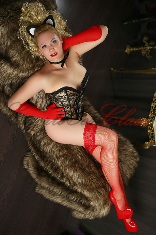 Escort rusa rubia posa en esta foto con lencería de lujo. Verónica Rusa