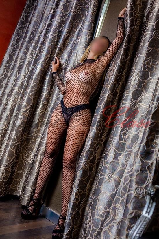 Escort de lujo en Sevilla posando muy provocativa. Amanda