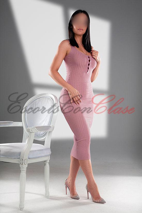 Escort VIP con precioso vestido elegante. Pilar