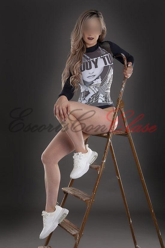 Rosi, escort de lujo independiente con ropa de sport