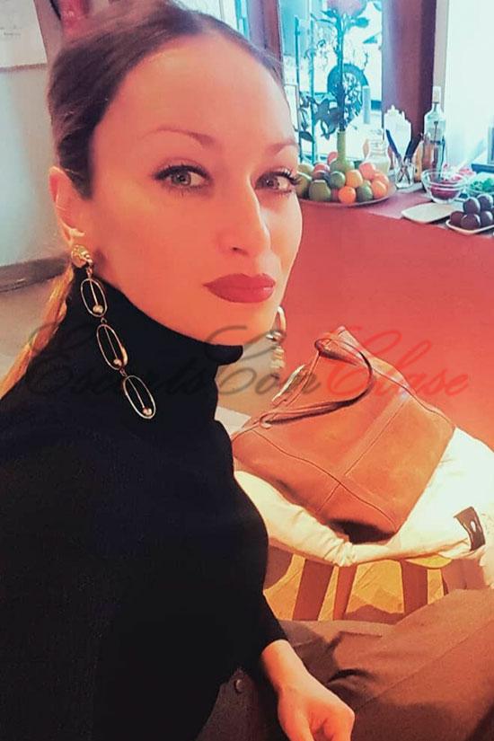 Selfie de Vicky vestida con elegancia y clase